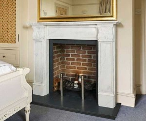 Sovereign Carisbrook-Venetian marble fire surround & grate